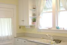 Colorful Kitchens / Color schemes/accents for white kitchen