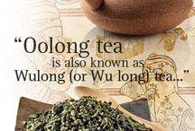 Oolong tea / Oolong tee on hapetettu osittain, siksi sitä kutsutaankin vihreän ja mustan teen välimuodoksi.  Teen lehtien väri voi vaihdella ruskeasta vihreään. Oolong tee on terveysvaikutteinen ja sisältää esimerkiksi antioksidantteja. Oolong teetä tuotetaan Kiinassa ja Taiwanissa.