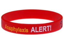 Food Allergy Alerts / How to alert others to your food allergies.  Everything from medical alert bracelets to restaurant allergen info cards.