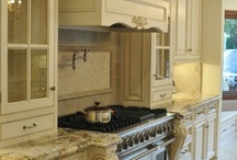 Paint kitchen cabinets / by Nita Belk Dill
