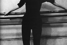 [40s to 60s] Beatnik / An anti-materialist, minimalist youth fashion that rejected the clean American preppy look. Instead, it worshipped the unconventional and, in particular, French Left-Bank intellectuals and members of the American Beat Generation. Female icons included Jean Seberg, Brigitte Bardot, and A.Hepburn. The beatnik look was based on an unadorned monochrome, black wardrobe, with gamine hairstyles, berets, rolled-up jeans, black turtleneck sweaters, heavily made-up eyes, dark glasses, and leather jackets.