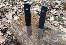 Fällkniven F1 vs jaktkit Knv knivar / Fällkniven F1 mot jaktkit Knv knivar. Många undrar hur dessa knivar står sig mot varandra i verkligheten. Här får du svaret. Fällkniven F1 head to head mot jaktkits Knv knivar