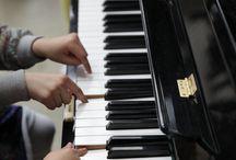 Les pianos en gares / Concours piano #AVousdeJouer dans près de 100 gares jusqu'au 24 décembre 2014 http://bit.ly/concours-piano