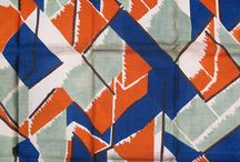 """Omega Workshops / A """"Omega Workshops"""" foi fundada em julho de 1913, inicialmente dirigida por Roger Fry, e aberta ao publico na 33 Fitzroy Square, no bairro intelectual londrino de Bloomsbury. Fry estava associado a artistas e designers que compunham o lendário """"grupo de Bloomsbury"""", que se reunia na residência de Leonard e Virginia Woolf, e que pretendiam desenvolver design numa experiência coletiva.  *excerto extraído do blog: http://celsolima.zip.net"""
