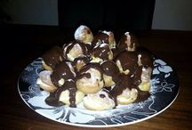 Profiterols / Profiterols filling with patissery cream and topping with chocolate saus