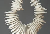 sieraden van keramiek / sieraden en kleine vormen van klei