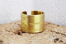 Accessoires / Schmuck  Ring  Kette  Armreif  Gold  Kupfer  Body Chain  Uhren