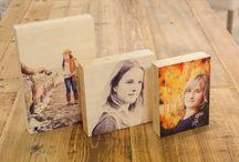 Foto op een berken of bamboeblock  | Timberblocks / Timberblocks zijn foto's geprint op een blok bamboe of Berkenhout van 40mm dik. De intentie van een Timberblock is dat het geplaatst wordt op een dressoir, tafel of kast. Hierdoor krijgt het product een tastbaar imago wat het extra persoonlijk maakt.