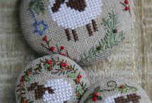 pequeños diseños bordados