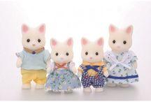 Sylvanian Families Rodzina Jedwabistych Kotków / Wyjątkowe zabawki dla dzieci marki Sylvanian Families