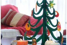 Cortes com Formas: Decorações de Natal / Com este passo a passo, você aprenderá a realizar decorações em MDF ou PVC utilizando a tico-tico de bancada Dremel Moto-Saw. A mesma técnica pode servir para cortes com formas complexas em qualquer outro projeto.