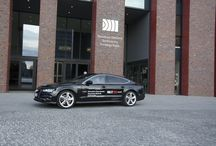 Festiwal Katowice Kultura Natura w NOSPR / Pomagamy w kontaktach. Tym razem połączyliśmy jeden z najlepszych festiwali muzyki klasycznej w Polsce z perfekcyjnymi samochodami marki Audi. Dzięki temu - wirtuozi Festiwalu Katowice Kultura Natura byli wożeni nowymi Audi A7, a reprezentacyjna flota Narodowej Orkiestry Symfonicznej Polskiego Radia liczyła w maju 2015 ponad 1500 KM! Dodatkowo, wsparliśmy całe przedsięwzięcie logistycznie i to nasi kierowcy dbali o wygodę i kalendarz gości festiwalu.
