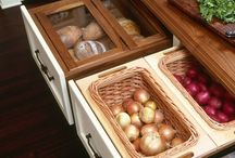 mutfak içi dolap düzenleme soğan ve ekmek