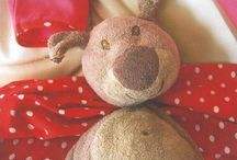 Looking for a replacement teddy / these teddies were lost and their people are looking for a replacement. If you know where they can find one, please contact the owner via the link on their listing. https://whiteboomerang.com/lostteddy