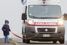 La migliore amica dell'uomo / campagna di raccolta fondi promossa dal Comitato locale di Sassuolo della Croce Rossa Italiana per l'acquisto di un'ambulanza pediatrica (foto Luigi Ottani - grafica Morena Luppi)