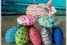 cojines originales para el hogar / Cálidas y originales ballenas realizadas a mano con tejidos de patchwork con divertidos motivos. Visítanos en www.vadeballenas.com