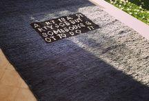 Carpets / tapis / alfombras / rugs / mout'art / Mout'art est un atelier de création de tapis artisanaux situé à Marrakech.  Le concept est de revisiter la technique de fabrication du tapis de laine nouée traditionnelle, en lui apportant les couleurs et les designs actuels. La laine blanche est teinte à la main, à l'aide de pygments naturels, les nœuds sont faits un à un sur leur trame.