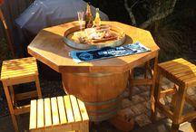 Wine barrel leaner