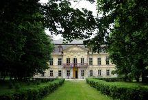 Nakło - Pałac / Pałac w Nakle koło Lelowa został wybudowany w latach 1770-1780 przez hr. Kajetana Bystrzanowskiego, według projektu Jana Ferdynanda Naxa. Około 1839 r. majątek przejęli Zbijewscy. Z początkiem XX w. sprzedali pałac hr. Mohl. Po jego śmierci kupił go Michał hr. Komorowski. Komorowscy zarządzali majątkiem do końca wojny. Po II wojnie św. pałac przekazano technikum rolniczemu, a później ulokowano w nim dom dziecka.  Od 2002 r. stanowi własność prywatną i mieści się w nim hotel.