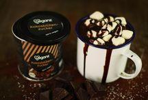 Bio Veganz Mylk Choc Pure / Du liebst Schokolade? Du liebst Schokolade so sehr, dass du kurz daran gedacht hast, dir deinen eigenen Kakaobaum zu pflanzen? Brauchst du nicht. Wir haben für dich eine große Portion Kakao mit dem Besten aus der Kokosnuss gemischt und alles zu einer geschmacksintensiven Tafel Schokolade geformt. Traumhaft.