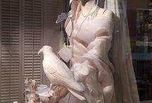 Spring Etalage / Gordijnstoffen die zo mooi zijn, dat je er een jurk van kunt maken.