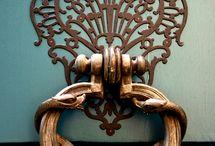 Deurkloppers - Door knockers