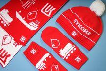#ЛУКОЙЛТРАНС / Сегодня закончили  подарочные наборы для #ЛУКОЙЛТРАНС . Мы сделали  трикотажные наборы из шарфика, шапочки и варежек в брендированной коробке, потом к ним добавился жилет. А завершает коллекцию - ВИП подарок - чугунные цистерны с логотипом на подставке из змеевика. Самое интересное в этом проекте, что был придуман специальный орнамент из цистерн и нефтеналивных танкеров, который присутствует на всех изделиях.  #теплослоготипом #виппрезент #випсувенирка #сувениркалукойл #екатериназнаменская