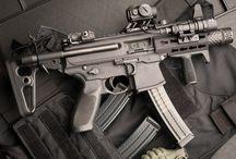 Armamentos / Armas e acessórios.