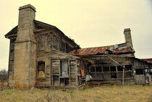 HOUSES / by Cynthia Conrow