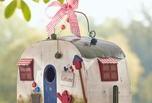 cute different birdhouse / by pat killingsworth