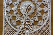 Lace / bobbin lace