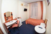 """Cazare @ Hotel Astoria Iasi / """"In inima orasului"""" Iasi, pe renumita strada Lapusneanu, Hotel ASTORIA este situat la numai 5 minute de Gara Centrala, 20 de minute de Aeroportul International si la doi pasi de statiile de transport in comun. Toate acestea il recomanda ca locul ideal pentru oricine calatoreste in interes de afaceri. Hotel ASTORIA este, de asemenea, alegerea perfecta si pentru cei care vor sa se relaxeze sau sa se binedispuna intr-un oras dinamic."""