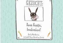 GEZOCHT: KOEN KONIJN, BOEKENBOEF / Humoristisch en stoer prentenboek over het belang van lezen Koen Konijn houdt ontzettend veel van lezen. Als hij zijn eigen boeken uit heeft, gaat hij zelfs op pad om boeken te stelen. Hij breekt in bij Arthur. Maar die ziet al snel de lege plekken in zijn boekenkast. Samen met de politie gaat hij op zoek naar de boekenboef. / by WPG Uitgevers België