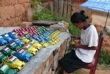 L'artisanat malagasy / Aujourd'hui, nombreux sont les malgaches qui vivent grâce à l'artisanat