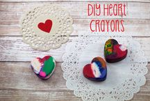 Holiday Arts and Crafts for Kids / Holiday Themed arts and crafts for preschool ages and up.  Valentine's Day