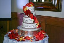 Wedding Cake Florals / Add a touch of chic to your wedding cake.
