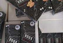 VOOX DD CREAM / Taylandlı ve uzak doğulu genç kızlar arasında en çok satan kozmetik ürünlerden biri olan Voox DD Krem, Japon Kimya Firması tarafından üretilmiş, CC ve BB kremlerin mükemmel bir kombinasyonu olan, cilt rengini beyaz ve pürüzsüz gösteren bir kremdir. Uzakdoğuluların beyaz tene duydukları saygı ve merak bu ürünün üretilme fikrini sağlamıştır. Bikini bölgesi koltuk altı bölgesinden sonra en fazla terleyen ve solunum yapan vücut bölgelerimizdendir.