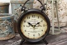 Zegary stojące w kształcie budzików