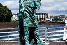 Statues / Découvrez les Pays Celtes et leurs histoires à travers les statues qui animent leurs villes et paysages.
