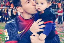 One of the greatest soccer players being a good dad warms my heart :) love you messi / One of the greatest soccer players being a good dad warms my heart :) love you messi