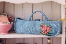 Mavi işlemeli çanta