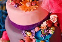 Toda festa tem bolos! / by Rosangela Gama