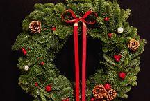 Świąteczny wianek i ręcznie pisane karteczki na prezenty / wykonanie i zdjęcia: minwedding