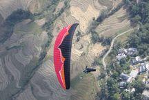 Paragliding / Paragliding along the Himachal mountain range