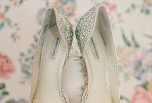 ZAPATILLA PARA NOVIA / Te mostramos una amplia variedad de zapatillas, ya sea tacón alto o bajo, recuerda que lo elegante no esta peleado con la comodidad!...Disfrútalo! / by Belle Novia Vestidos de Novia