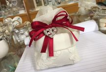 Wedding Favor-Cute confetti / It is traditional in Italy to share sugar coated almond which is considered as a good-luck for a wedding.  All will be filled with high quality almond confetti with printed names of couple and date.  Charms can be added to make them unique.