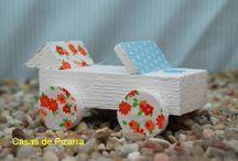 Coches de Madera y Tela / Coches hechos a partir de madera de palés y retales de tela.http://casaspizarra.blogspot.com.es/2015/03/nuevos-coches-y-camiones-de-madera-y.html