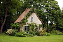 Дома в зелени
