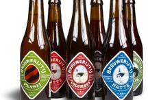 Beverage Labels - Brouwerij 't IJ / In 1983 werd Brouwerij 't IJ opgericht door Kaspar Peterson in een kraakpand, aan het IJ. Kaspar had succesvolle nummers geschreven ('Je loog tegen mij', 'Hé Amsterdam') en had bier leren brouwen in België. Na twee jaar verhuisde de brouwerij naar het leegstaande, voormalige badhuis 'Funen', waar het nog steeds gevestigd zit. Al het bier van de Brouwerij 't IJ wordt aan de Funenkade 7 gebrouwen, in totaal ruim 300.000 liter.