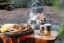 THEMA | Rustic Woods / Rustic Woods is een landelijk thema met veel natuurlijke materialen. De warme kleuren gecombineerd met hout maken het heel gezellig in huis! Accessoires met veren en dierenprintjes geven het geheel een exotisch tintje.
